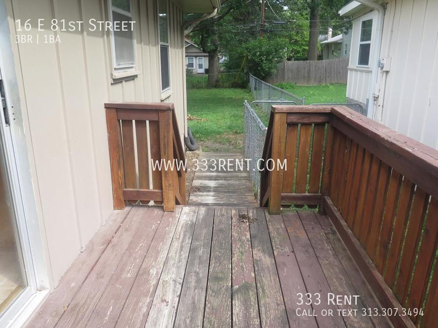 7side deck leads to yard