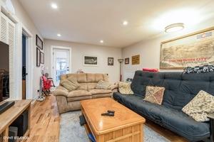 1 922woakdaleunit1n 1 livingroom lowres