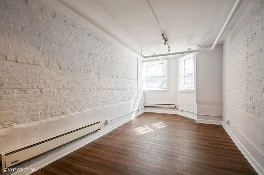 1 822 w wrightwood gdn 1 living room web