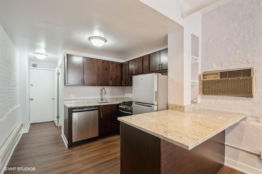 2 822 w wrightwood gdn 177001 kitchen web
