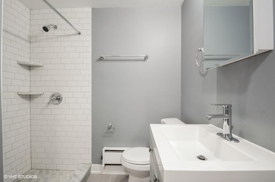 5 822 w wrightwood gdn 8 bathroom web