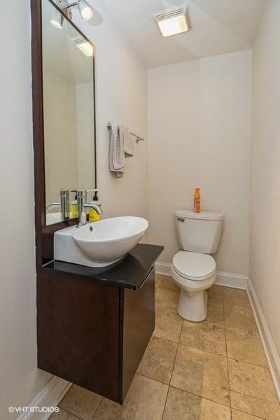 10 807wlill apt104 8 bathroom lowres