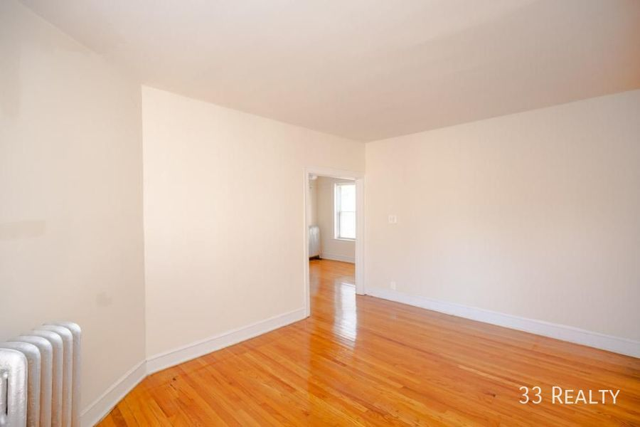 1333 touhy living room