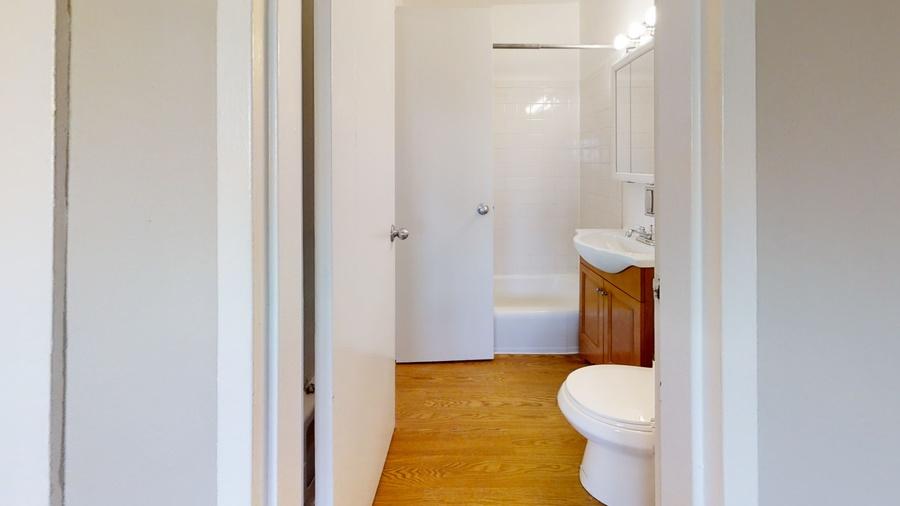 6606 windsor bathroom