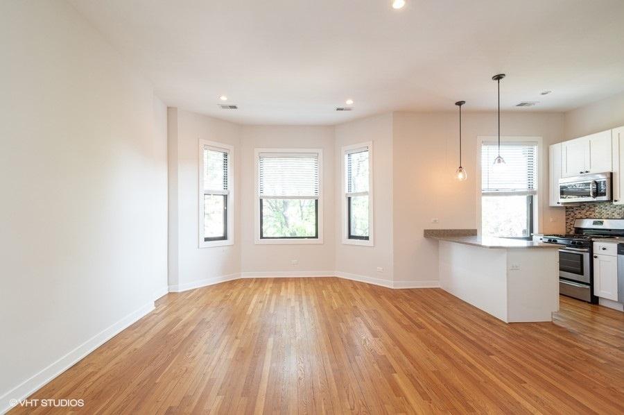 2 609woakdale units244 91 kitchenlivingroom lowres