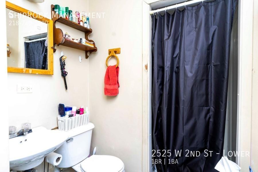 2525 w 2nd st lower bathroom