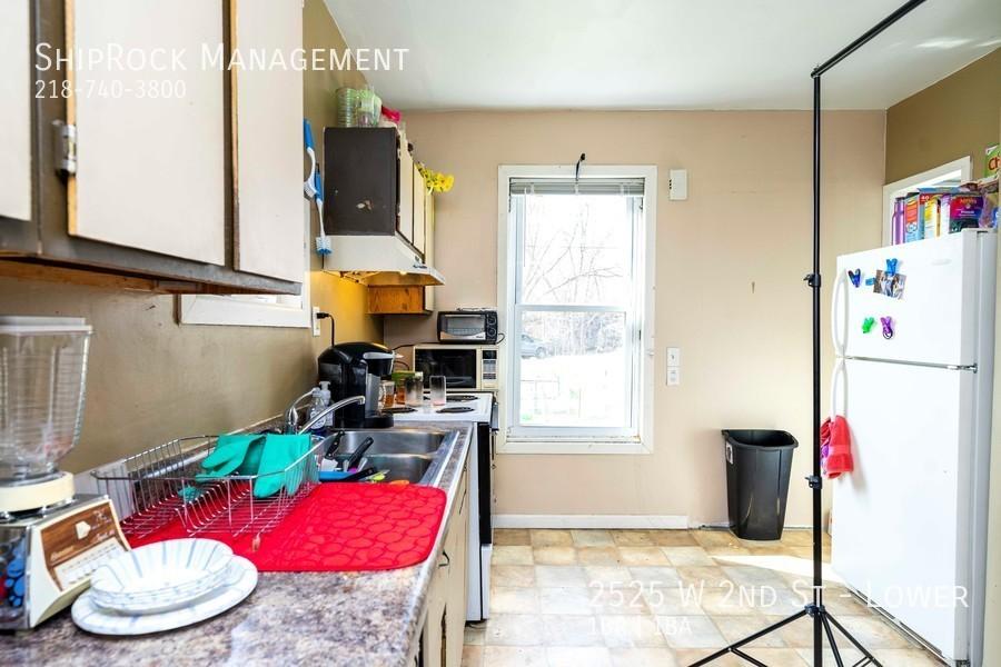 2525 w 2nd st lower kitchen