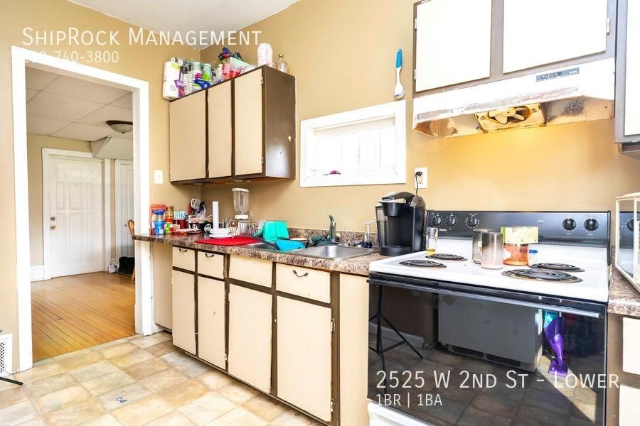 2525 w 2nd st lower kitchen1
