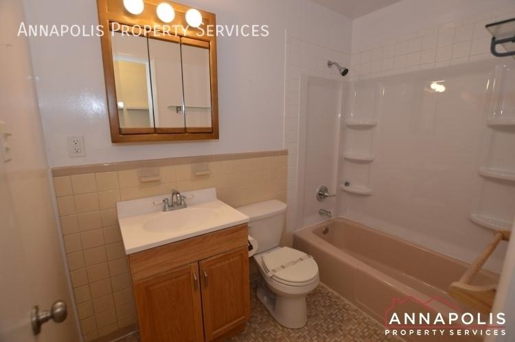 1331 linden avenue id1161 bathroom%281%29