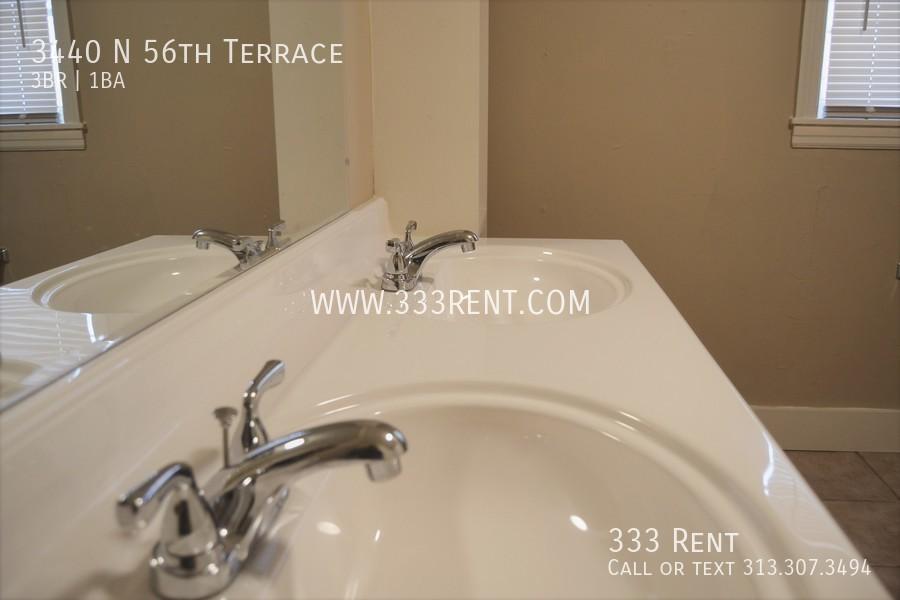10bathroom double sink