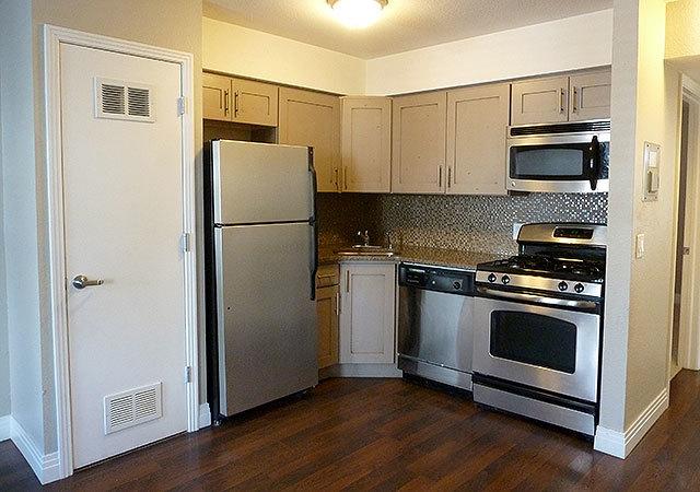 Wh_bookert_unit422_kitchen3