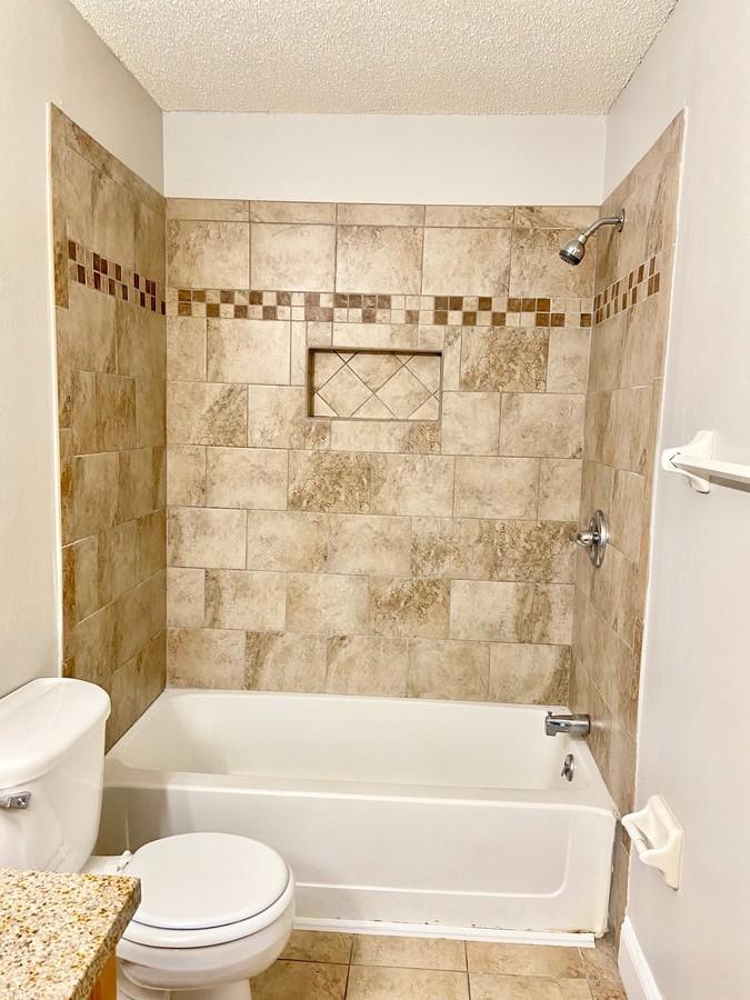 Bathroom 2 tub