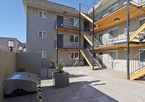 Ba_pearlst_courtyard1