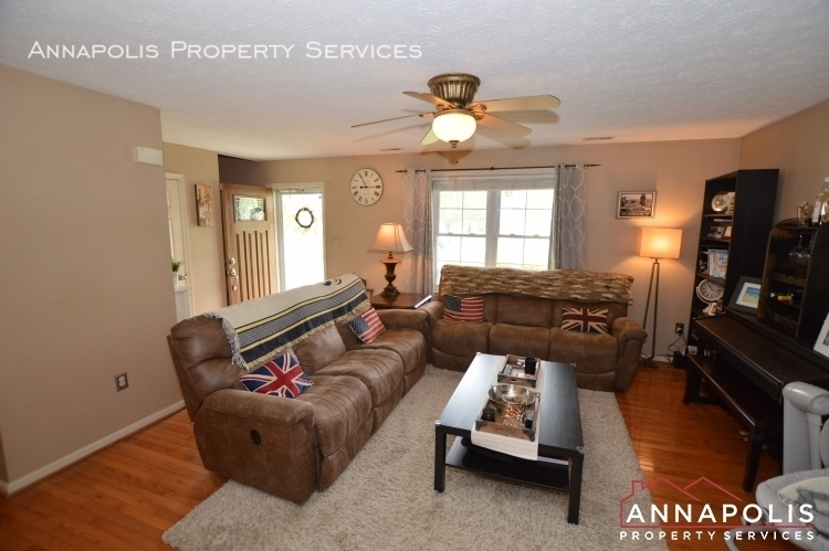 714 old love point road id1165 living room d%281%29