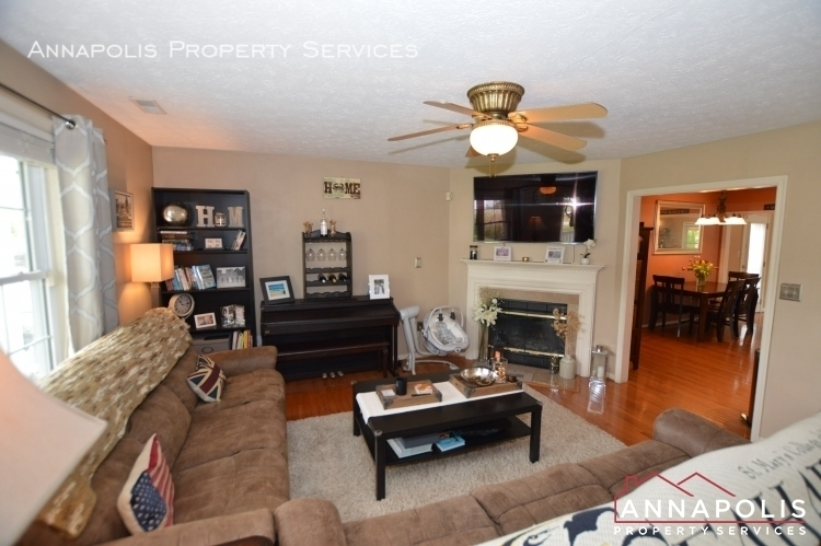 714 old love point road id1165 living room b%281%29