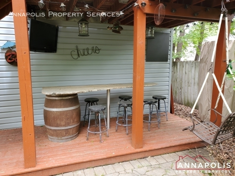 714 old love point road id1165 back yard bar area