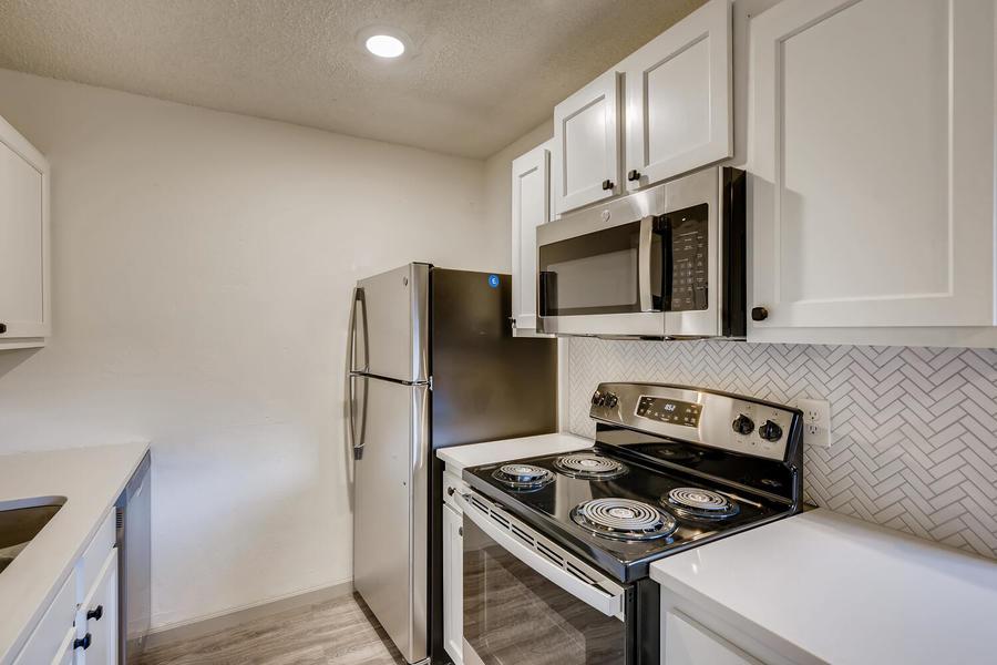 2660 ingalls st edgewater co large 026 021 16 kitchen 1500x1000 72dpi