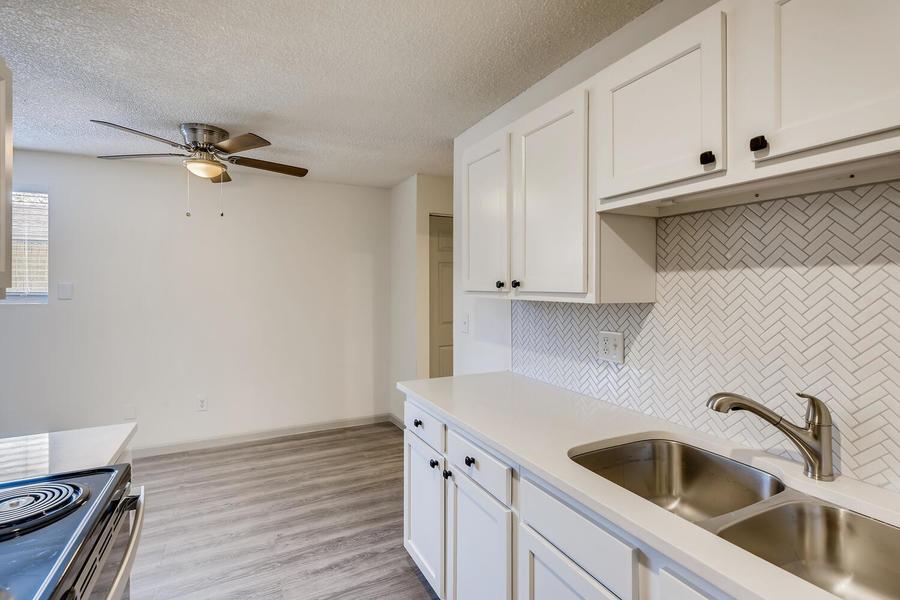 2660 ingalls st edgewater co large 028 034 16 kitchen 1500x1000 72dpi