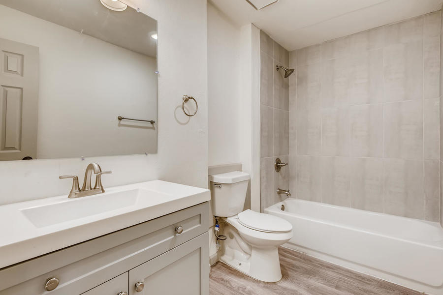Thumbnail 2660 ingalls st edgewater co large 032 026 16 primary bathroom 1500x1000 72dpi