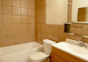 Wh_bellaireplaza_203b_bath1