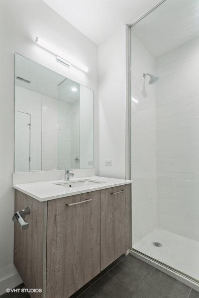 5 3418nlincolnavenue3418301 8 bathroom lowres