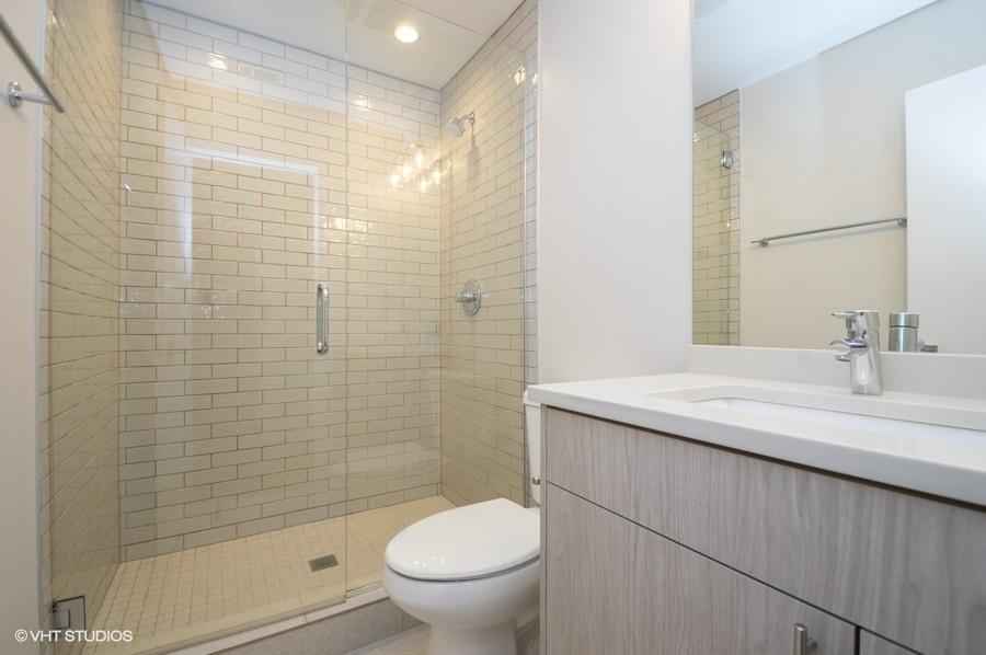 4 1554nlasalle202 8 bathroom lowres