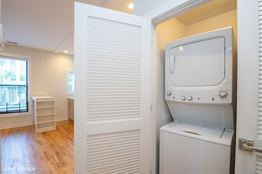 5 1554nlasalle202 44 laundryroom lowres