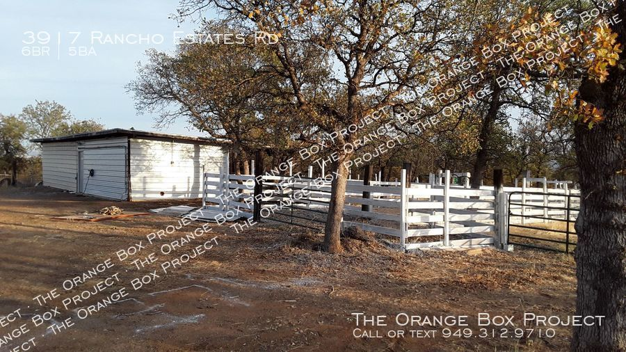 Corral area with 20x40 bldg.