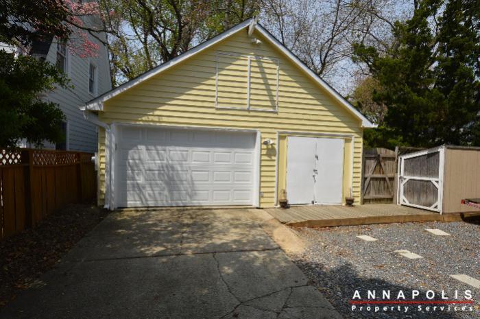 1303-west-st-id714-garage-entrance