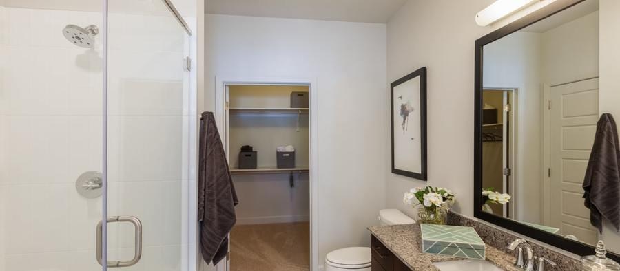 6 post south lamar 2br model phase 2 bathroom 1200x525 min