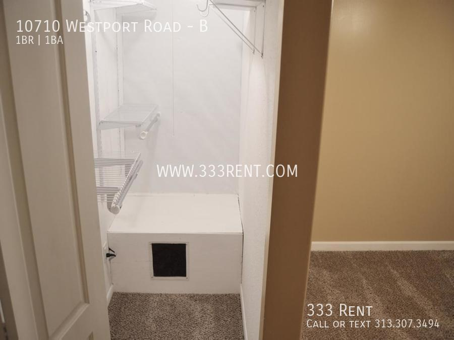 7walk in closet