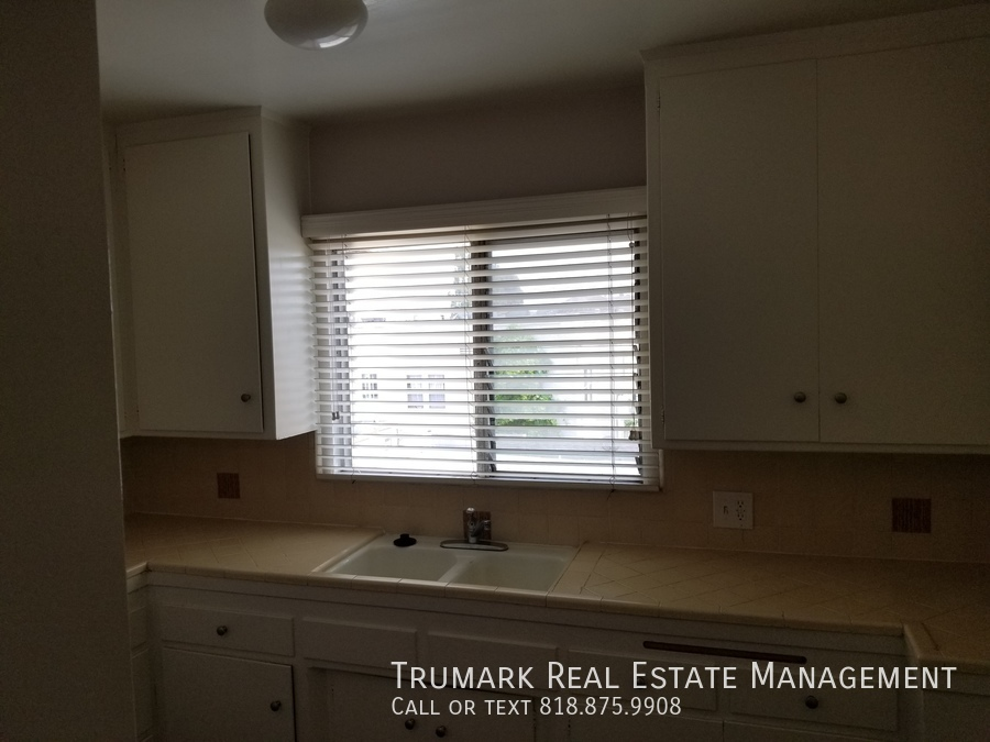 17 kitchen window and counters