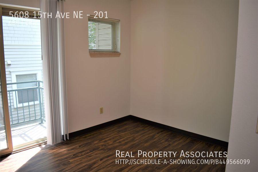 5608 15th Ave NE, 201, Seattle WA 98105 - Photo 2