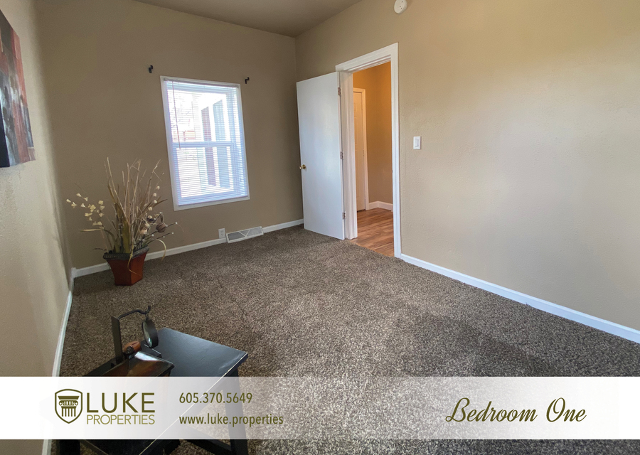 Luke properties 215 w mcclellan st sioux falls home for rent 7