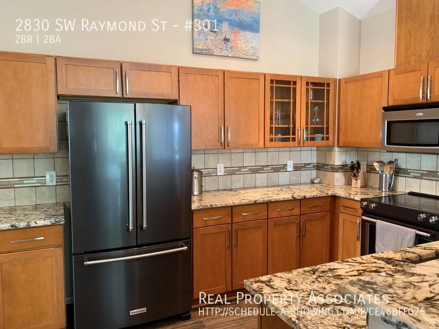 2830 SW Raymond St, #301, Seattle WA 98116 - Photo 2