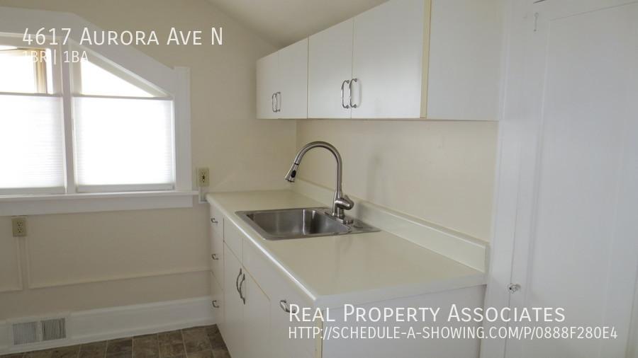 4617 Aurora Ave N, Seattle WA 98103 - Photo 9
