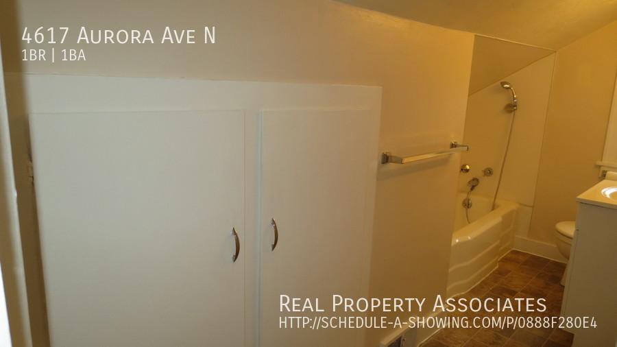 4617 Aurora Ave N, Seattle WA 98103 - Photo 11