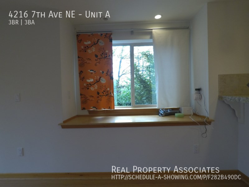 4216 7th Ave NE, Unit A, Seattle WA 98115 - Photo 2