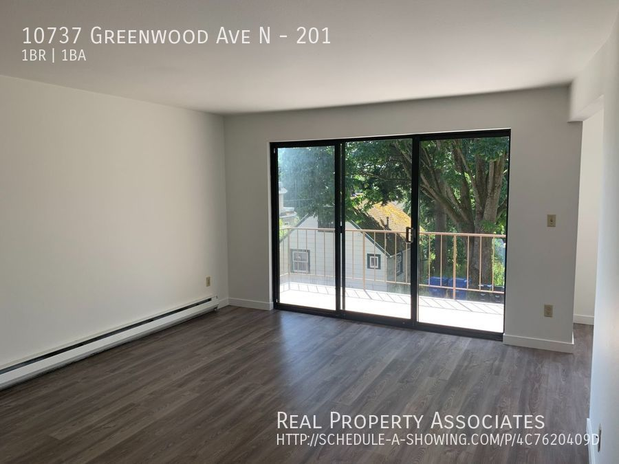 10737 Greenwood Ave N, 201, Seattle WA 98133 - Photo 2