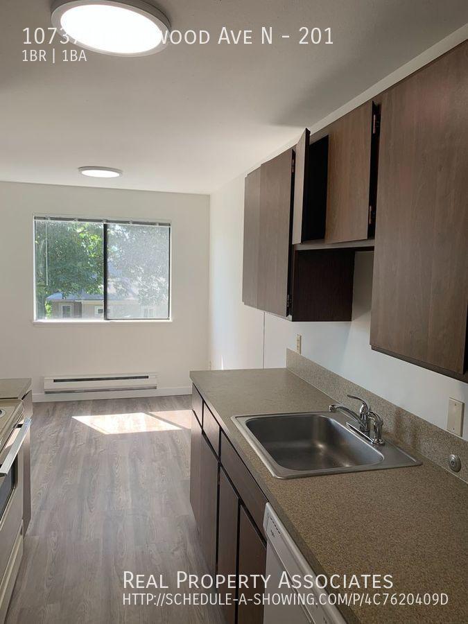 10737 Greenwood Ave N, 201, Seattle WA 98133 - Photo 7