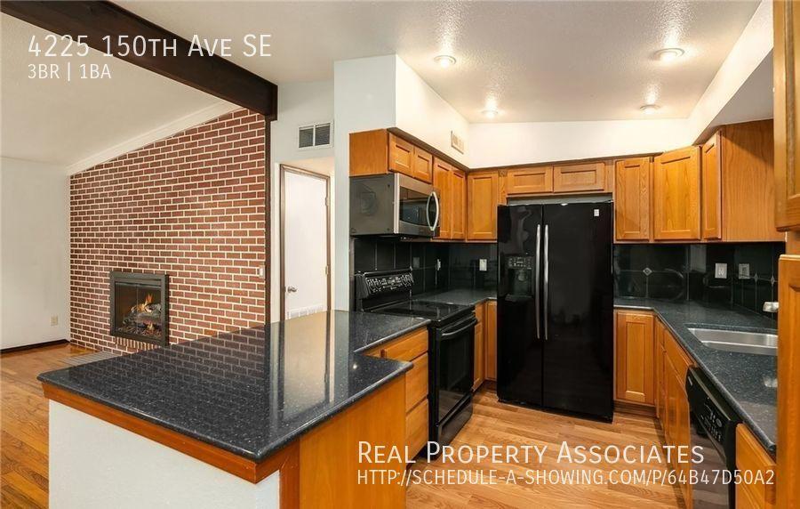 4225 150th Ave SE, Bellevue WA 98006 - Photo 2