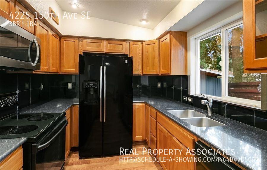 4225 150th Ave SE, Bellevue WA 98006 - Photo 3