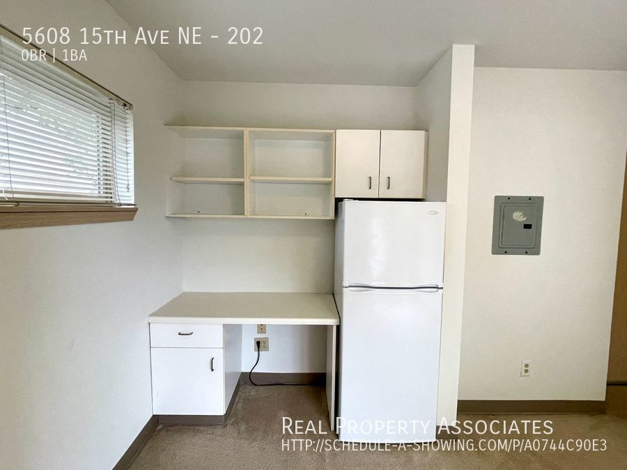 5608 15th Ave NE, 202, Seattle WA 98105 - Photo 2