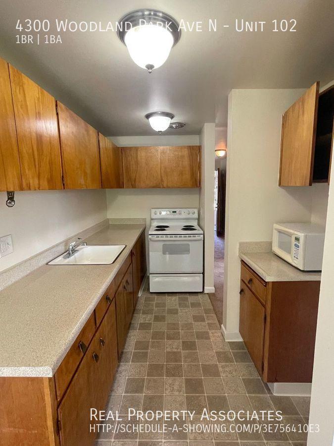 4300 Woodland Park Ave N, Unit 102, Seattle WA 98103 - Photo 6