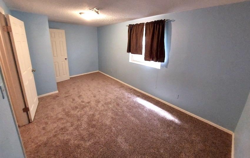 27480450 bedroom   basement right