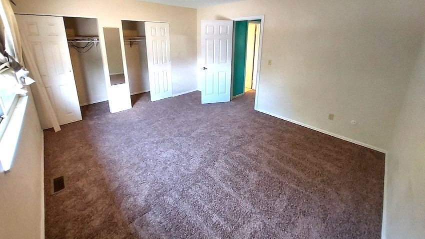 27480451 bedroom   upstairs left %282%29