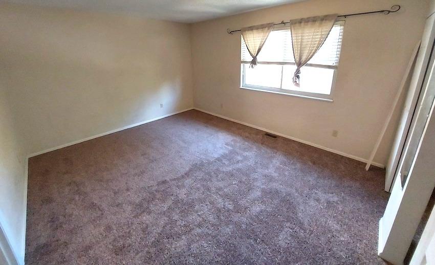 27480454 bedroom   upstairs left %283%29