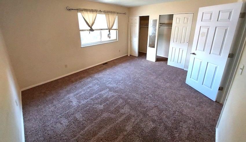 27480455 bedroom   upstairs left