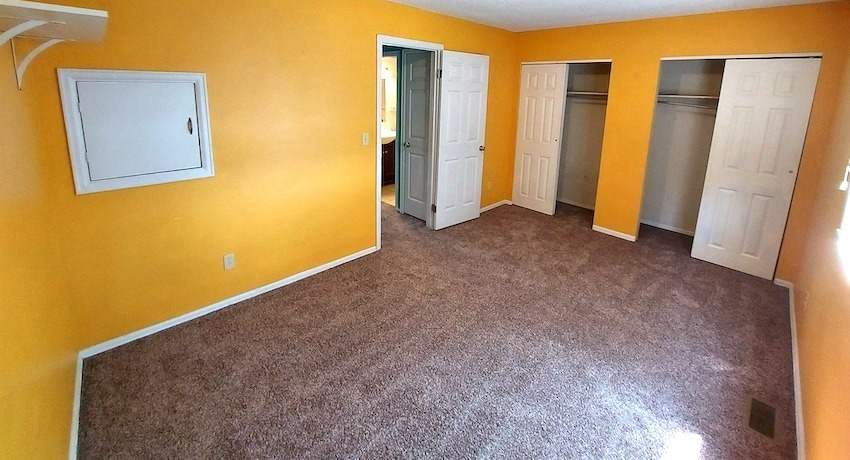27480458 bedroom   upstairs right %282%29