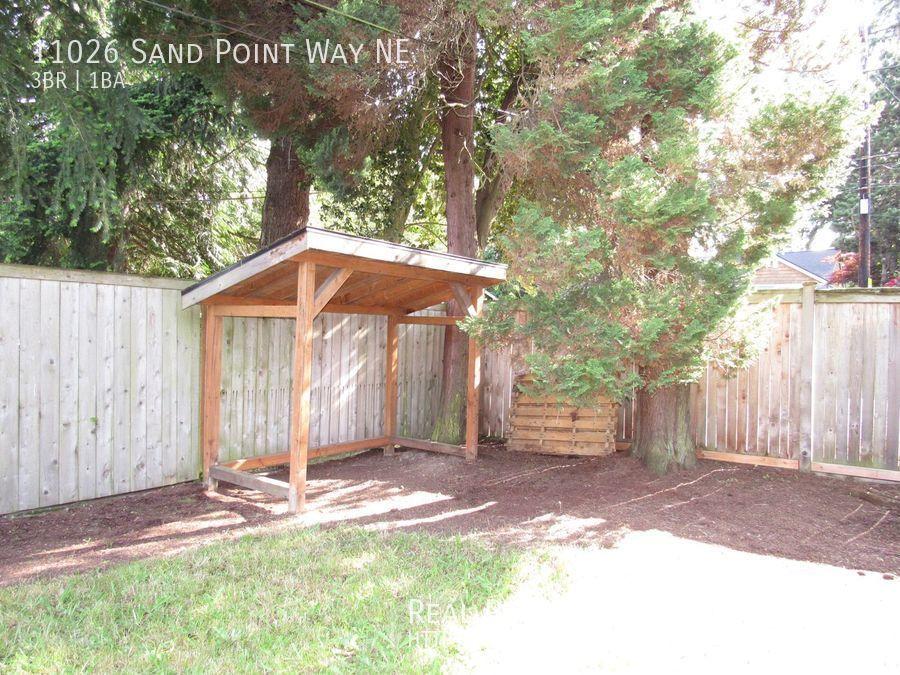 11026 Sand Point Way NE, Seattle WA 98125 - Photo 27